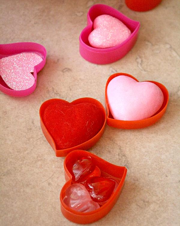 Сенсорная коробка для детей на день Св. Валентина