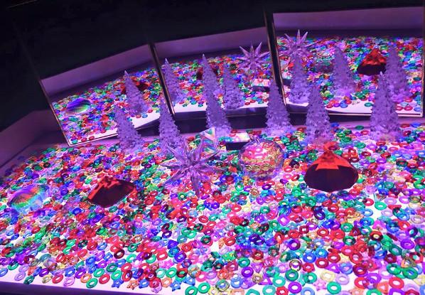 zerkalo-svetovoj-stol