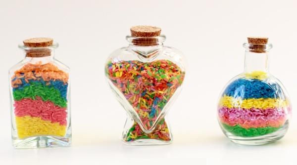 dekorativnye-butylki-s-cvetnym-risom