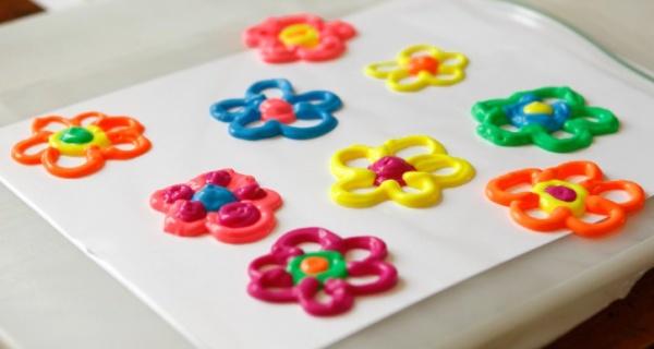 risovanie-obemnymi-kraskami-cvety